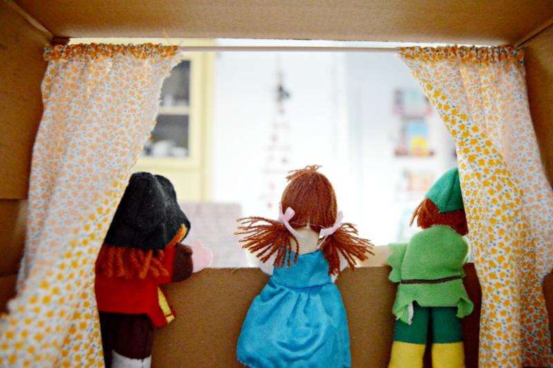 teatro de marionetas con caja de zapatos