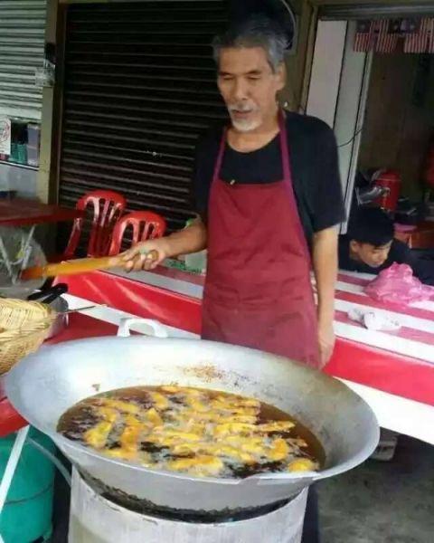 Tiada Job, Pelakon Roslan Salleh Jual Pisang Goreng