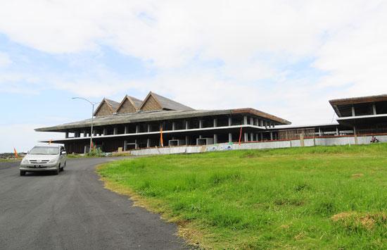 Landasan bandara Blimbingsari ditebalkan.
