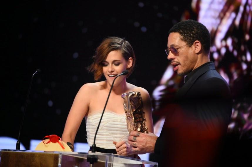 Kristen Stewart é a primeira atriz americana premiada no César!