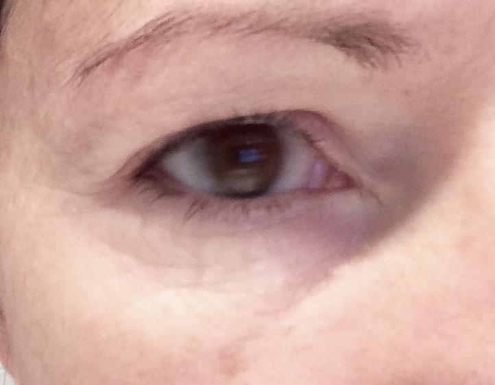 Kanebo la crema para los ojos de las arrugas