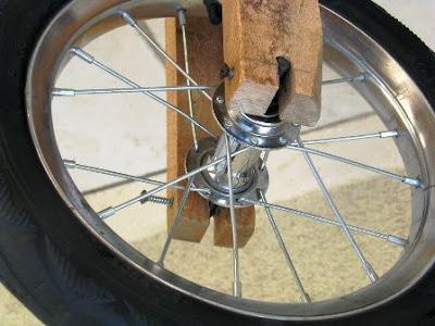 pemasangan roda pada garpu depan