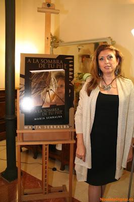 """El Blog de María Serralba - Presentación """"A la sombra de tu piel"""" Novelda"""