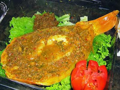 kuliner khas Sumatera Utara  dengke mas na naura