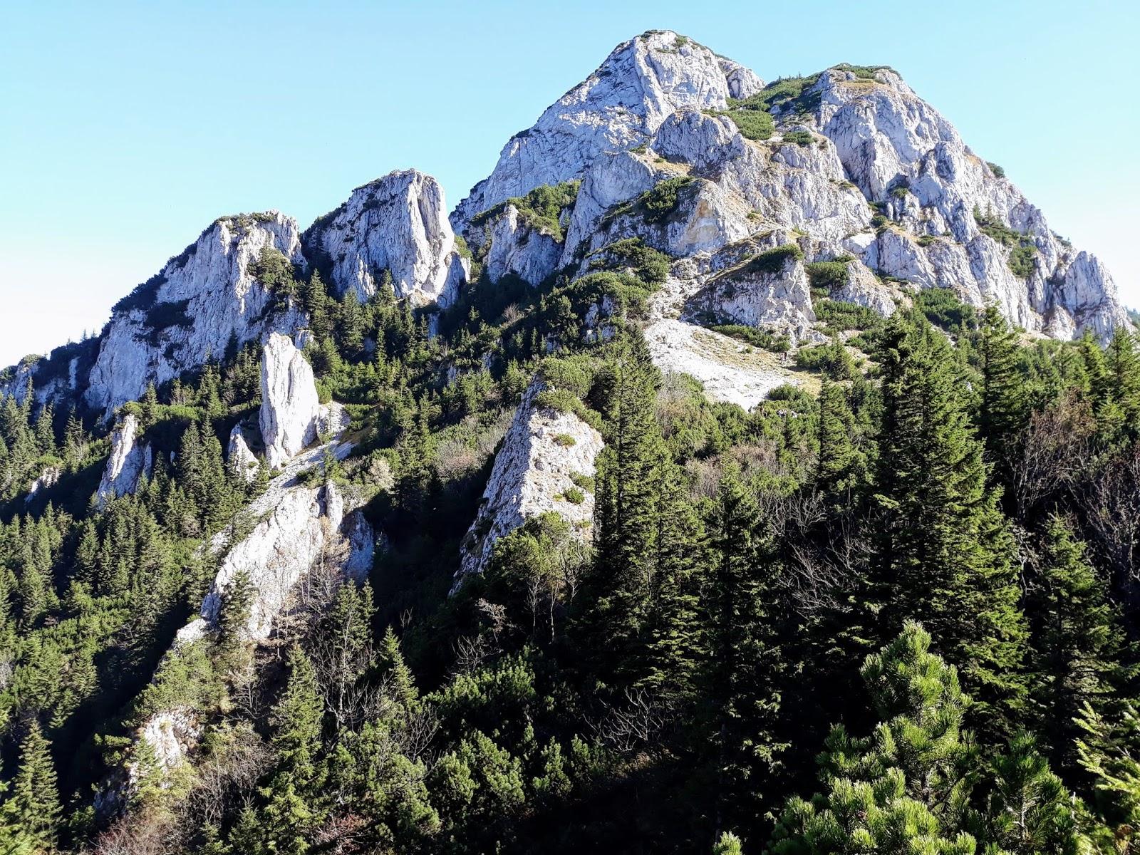 Piatra Mica vazuta din Saua Crapaturii