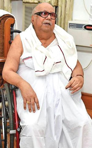 கருணாநிதிக்கு 'ஸ்டீவன் ஜான்சன் சிண்ட்ரோம்' என்ற நோயின் பாதிப்பு உள்ளது.