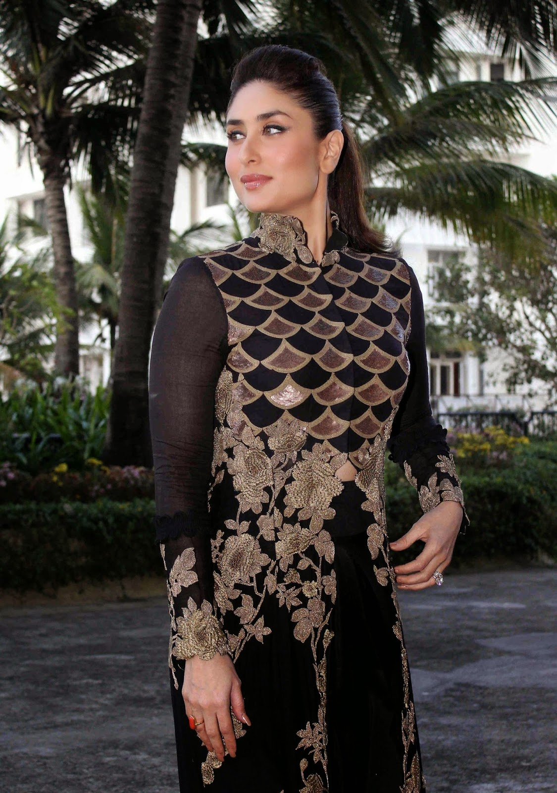 High Quality Bollywood Celebrity Pictures Kareena Kapoor -4203
