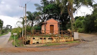 Capela entre Morungaba e Tuiuti.