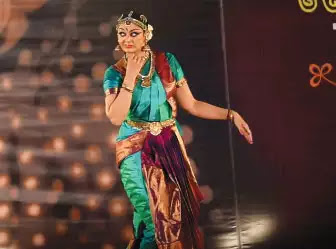 bharatanatyam-dancer-shobhana-performance-at-gaansaraswati-festival