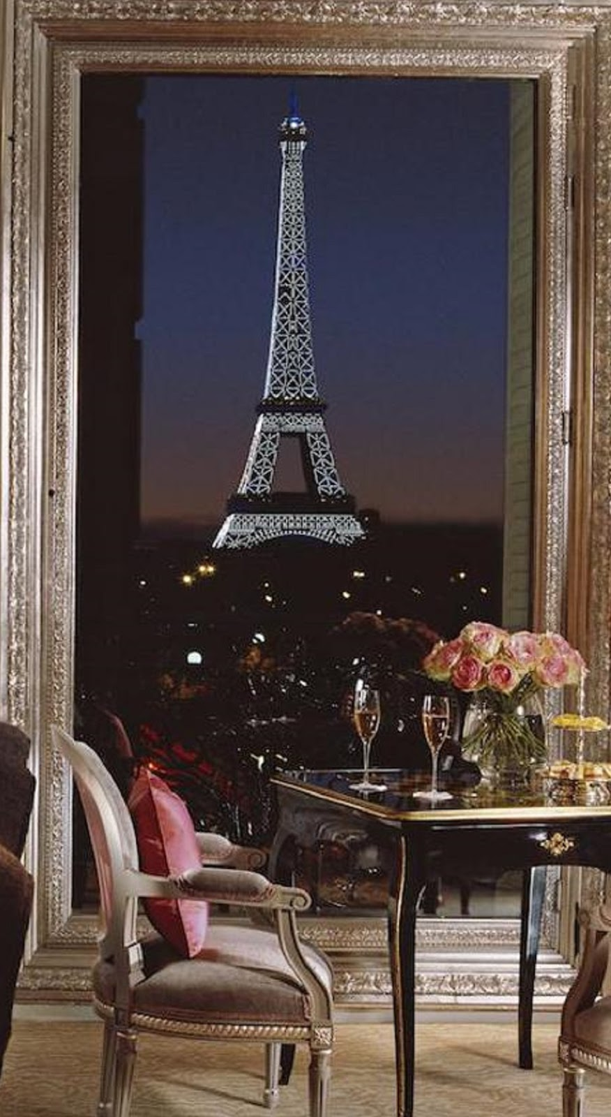 3 paris hotels with eiffel tower view travel daisy for Hotels around eiffel tower