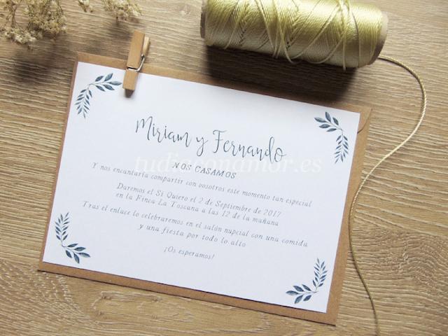 Nueva invitación de boda bonita y sencilla con hojas pintadas en acuarela y texto manuscrito