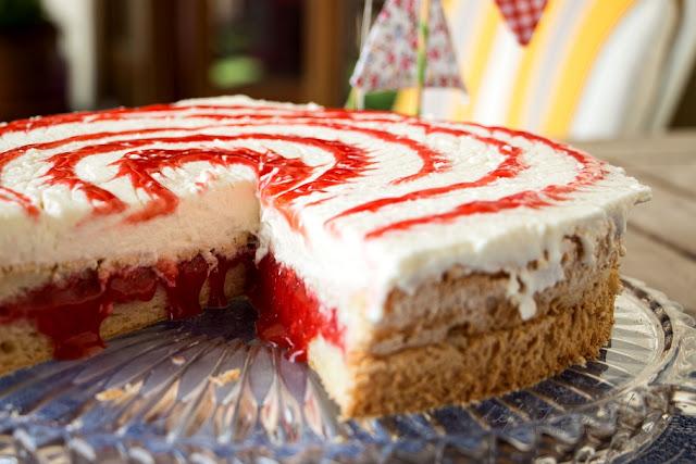 Angel Food Cake mit Erdbeeren