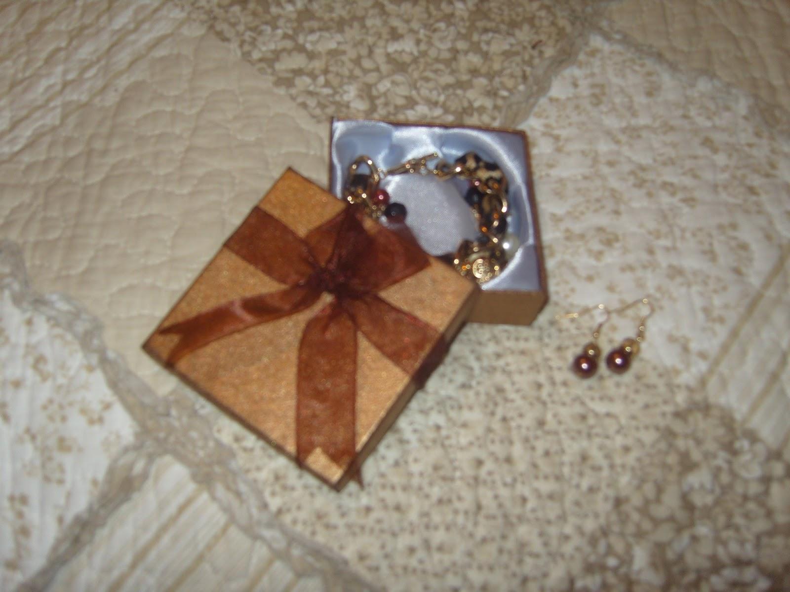 629c03777d4a ... de mostraros este precioso brazalete dorado de Bijou Brigitte