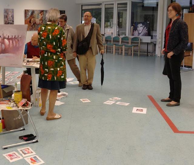 Maltechnik vorführung von Elke Edinger während der Ausstellung  in München