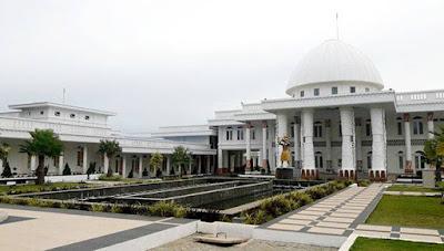 Gubernur Papua Tinggalkan Rumah Dinas