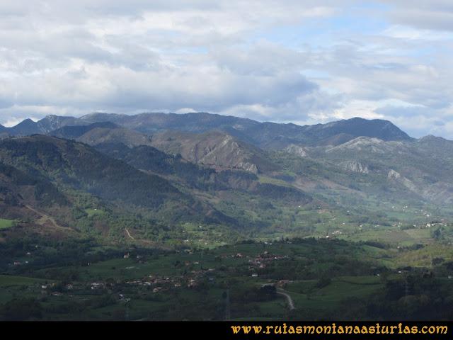 Ruta Torazo, Pico Incos: Vista desde el Incos de la Sierra de Peña Mayor