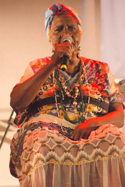 Teatro do Incêndio realiza roda de conversa sobre o samba de umbigada