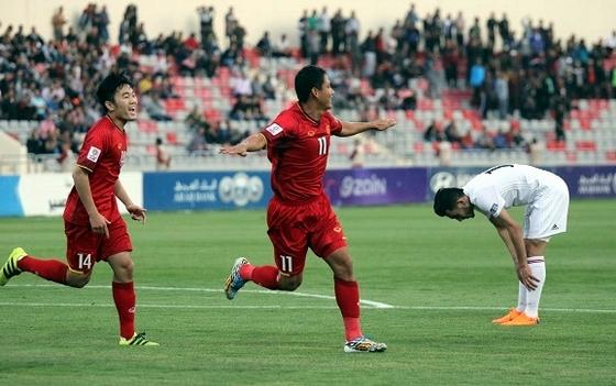 """Anh Đức """"khai hỏa"""", tuyển Việt Nam vẫn chia điểm đáng tiếc trước Jordan!"""