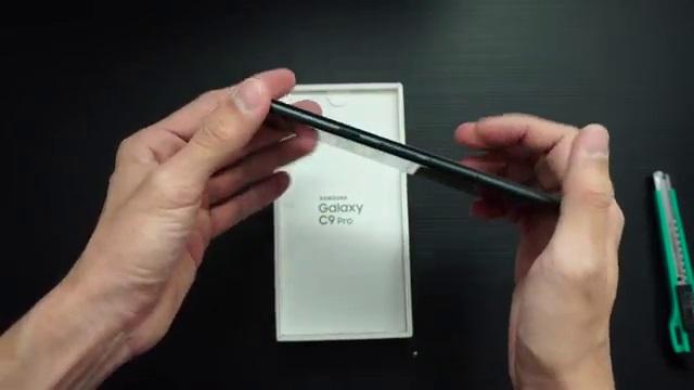 Samsung C9 Pro full metal body sangat tipis bentuknya