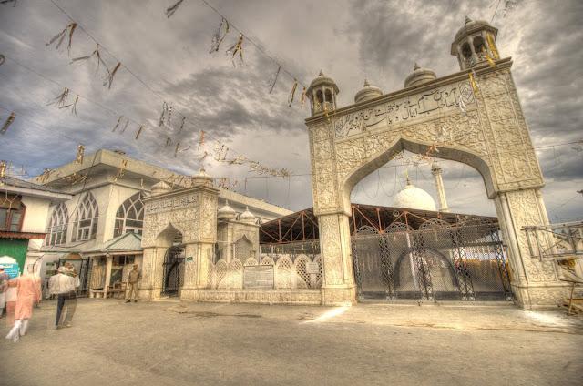 Hazaratbal Dargah in Kashmir
