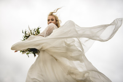 Sesja ślubna w niepogodę.