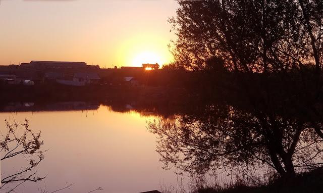 мгновения весны...нереальная красота, закат над озером