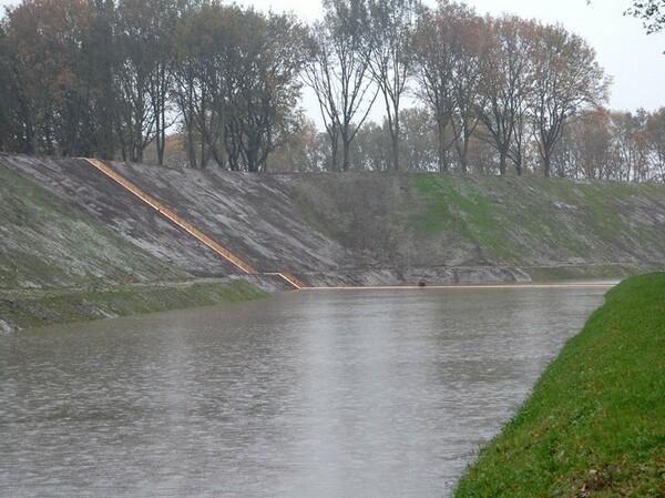 جسر مشاة رووووعه fort-roovere-5.jpg