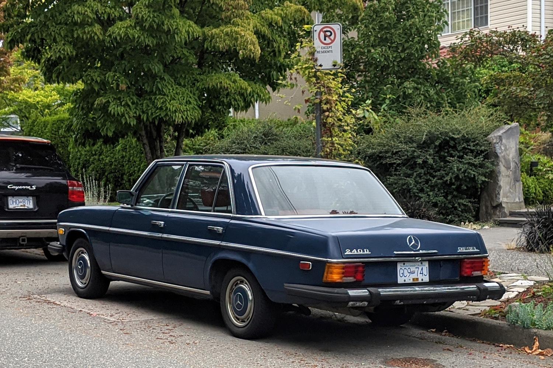 1975 Mercedes Benz 240D 02