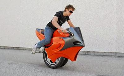 Moto creativa con una rueda
