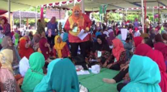 Mendongeng, 2119 Orang Guru Pecahkan Rekor MURI