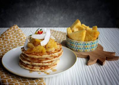 pancakes con ananas caramellata e cocco