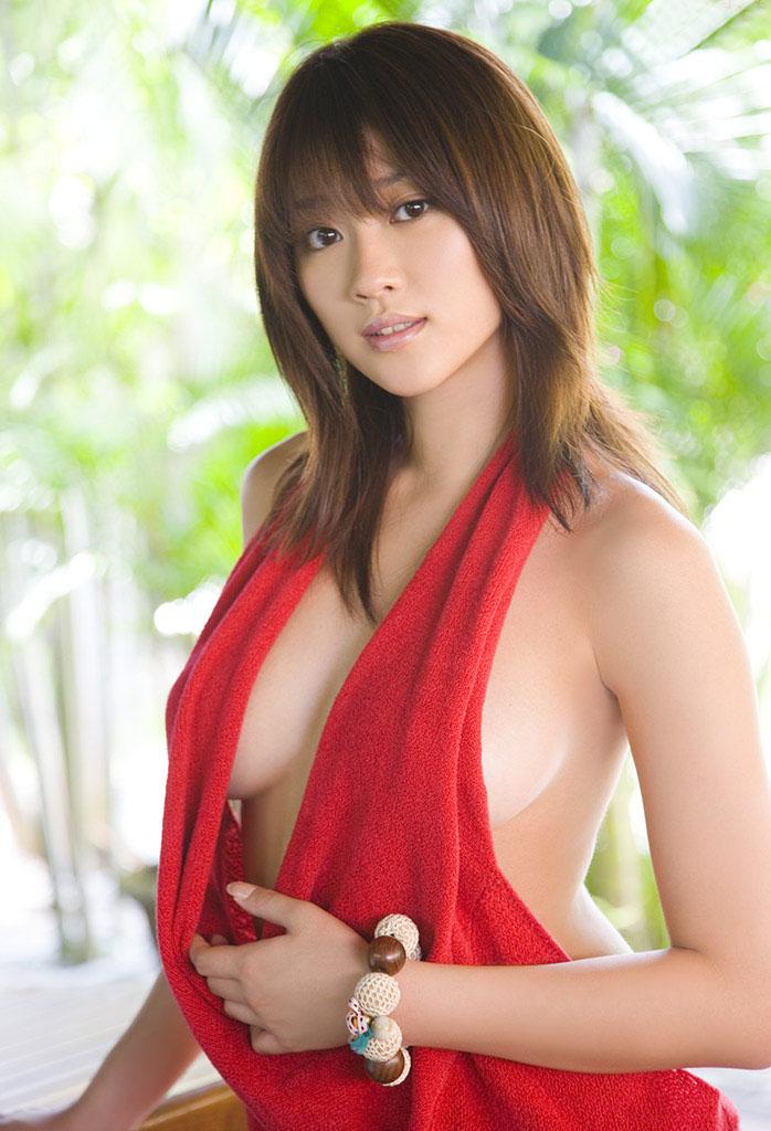 mikie hara hot boob cleavage pics 02