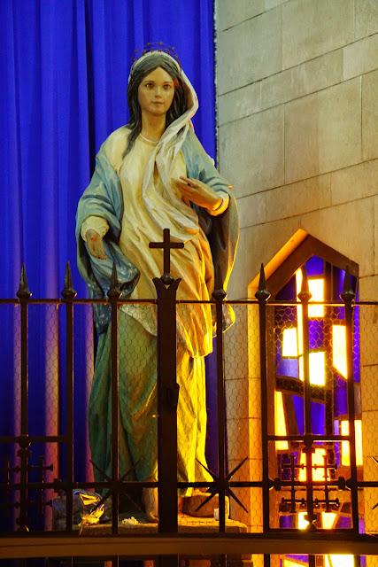 מריה הקדושה  בכנסיית הבשורה