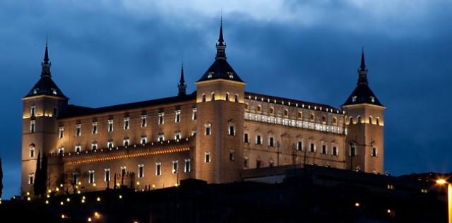 Editorial: Resistir como en el Alcázar