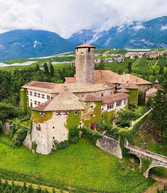 Castel Valer nas Dolomitas.