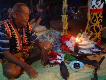 Suku Dayak di Kalimantan