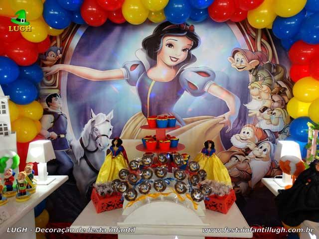 Decoração festa infantil Branca de Neve - Mesa decorativa do bolo de aniversário