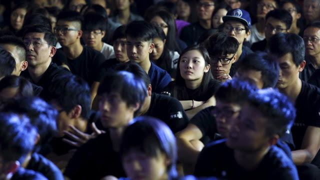 Títulos universitarios en España para chinos que no hablan español a cambio de más dinero