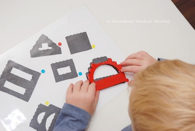 Lernen mit Lego. Mit dieser Lernanregung können die Kinder spielerisch ihre Zuordnungsgabe, das räumliche Denken und die Kombinantionsgabe fördern. Es ist schnell gemacht und immer wieder neu gestaltbar. Legolearning - Learning with Lego - LegoHack