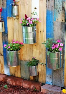 http://translate.googleusercontent.com/translate_c?depth=1&hl=es&rurl=translate.google.es&sl=auto&tl=es&u=http://www.abeautifulmess.com/2012/07/pallet-vertical-garden.html&usg=ALkJrhiyfJctvxohi5h9oGsd_cO8Pr9ToA