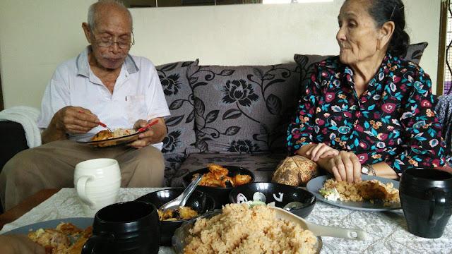 Abah dan Mak in the house!