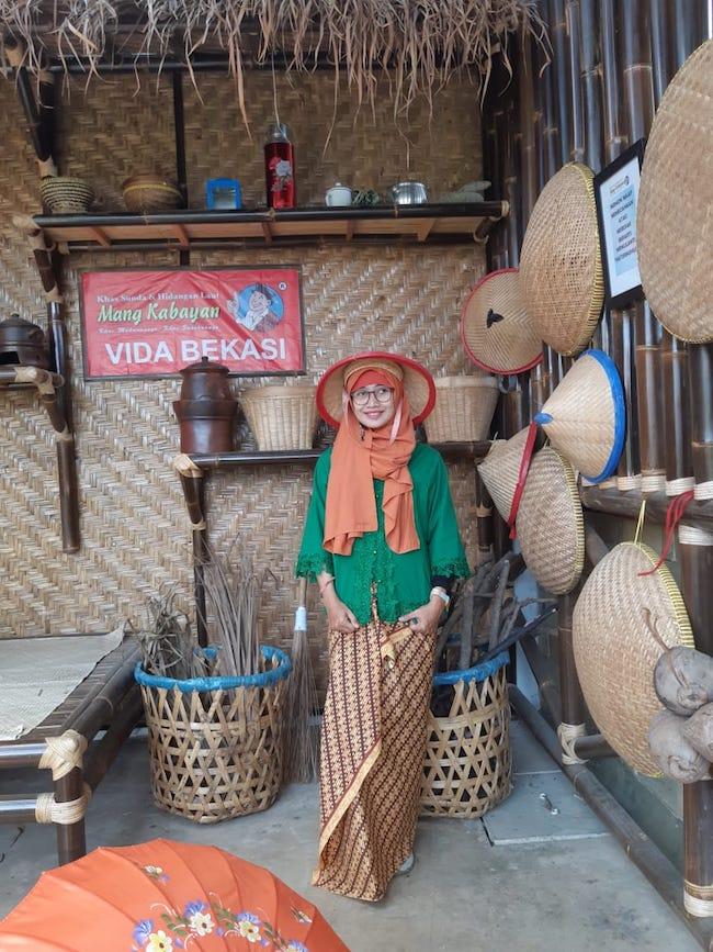 Rumah Makan Nuansa Pedesaan Di Mang Kabayan - Vida Bekasi