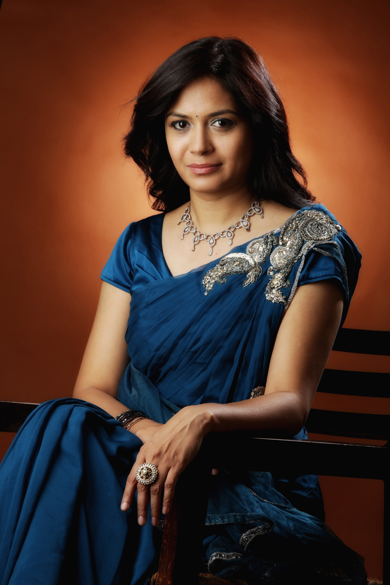 Heroine Walls Singer Sunitha Latest Stills In Saree
