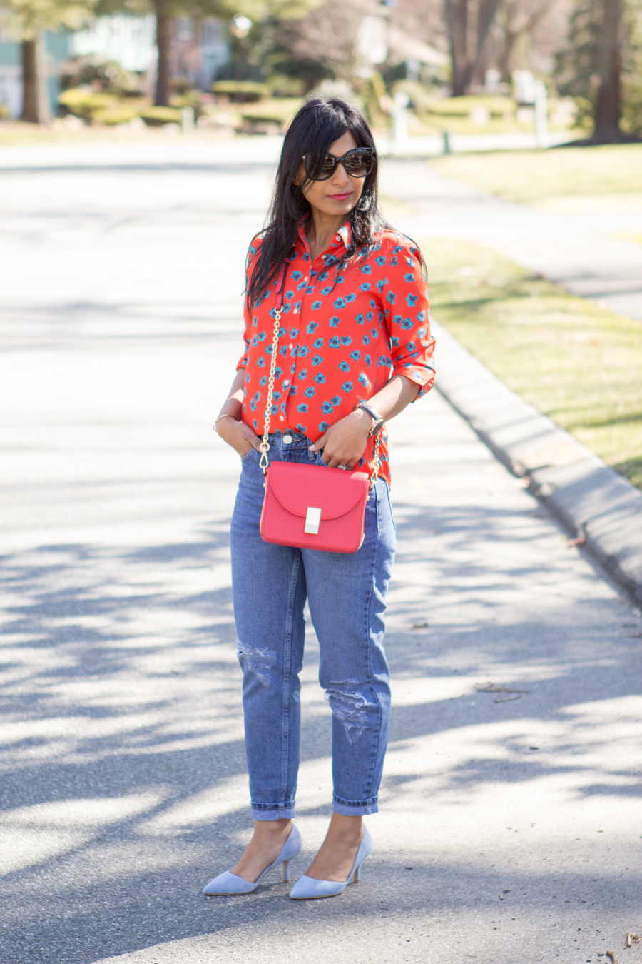 spring colors, spring outfit, bright colors, saturated colors, spring style, colorblocking, lipstick red, tomato red, periwinkle blue, pastel blue, crossbody bag, mom style