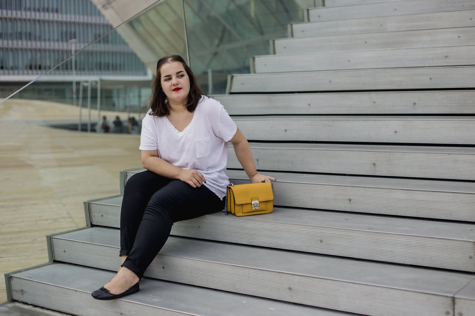 Outfit of the day - Plus size simple outfit with a pop of colour