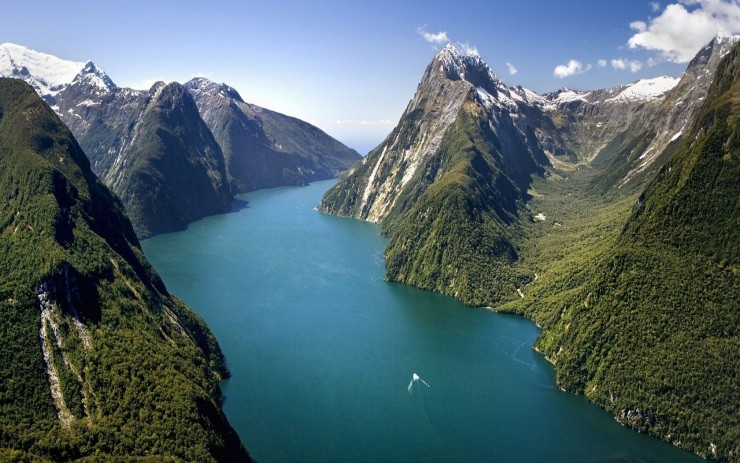 2. Milford Sound, South Island, New Zealand - Top 10 Beautiful Fjords Around the Earth