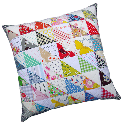 Quilting Patterns For Pillow Covers : Red Pepper Quilts: Retro Half Square Triangle (HST) Quilt and New Quilt Pattern