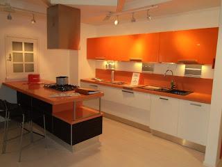 Cocinas en color naranja colores en casa - Cocinas color naranja ...