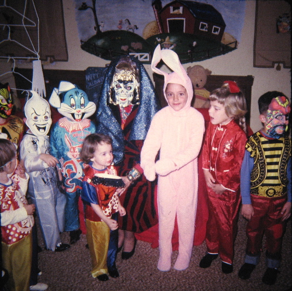 You have to admitu2014Halloween is the best when youu0027re a kid. Candy cute costumes and an early bedtime.  sc 1 st  Vintage Everyday & 21 Adorable Photos of Kidsu0027 Halloween Costumes from the 1980s ...