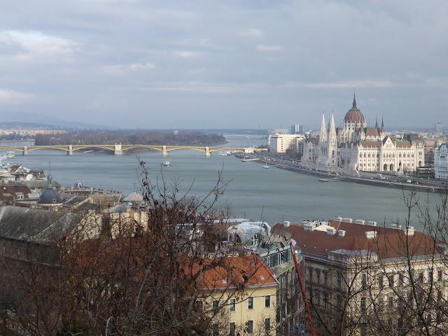 Parlement vu du Palais Royal Budapest Hongrie